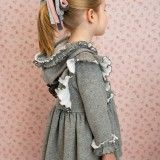 Vestido Menina Cinza com Capuz